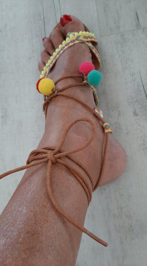 Sandales à pompons par Elle est du Sud